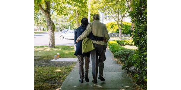 Elderly couple walking together. (Hugo Chisholm via Flickr)