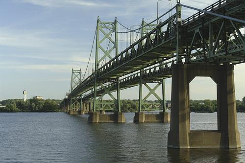 jn8639 IA Iowa IL Illinois Mississippi River Iowa-Illinois Memorial Bridge I-74 Bridge AJD49946 IA Iowa IL Illinois