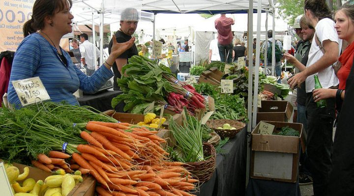 Tips given for displaying produce at farmers markets