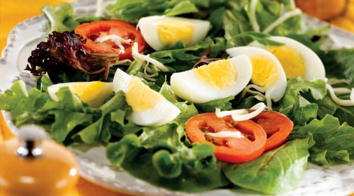 Mixed-Green-Salad-with-Eggs-3-930x543