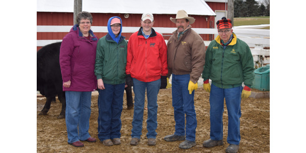 The Mosher family (L-R: Brenda, Leah, Lauren, Jim, and Norval, not pictured: Esther) were the recipients of the 2016 Iowa BQA Cow-Calf Award. (Courtesy of Iowa Beef Industry Council)