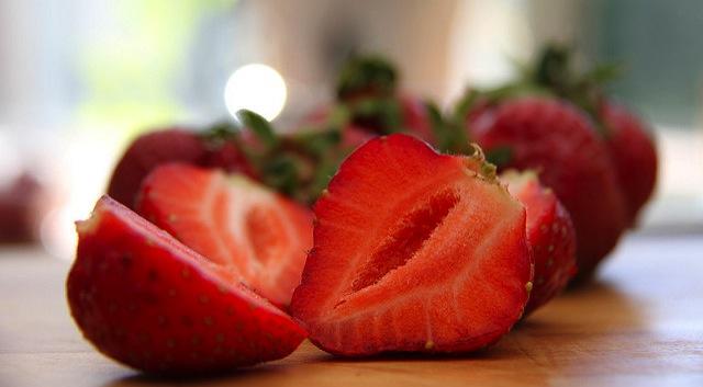 Schools serve up Fla. strawberries