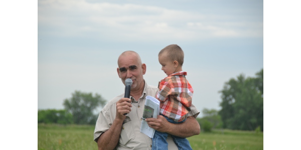 Bruce Carney and grandson Cooper (2). (Courtesy of Practical Farmers of Iowa)