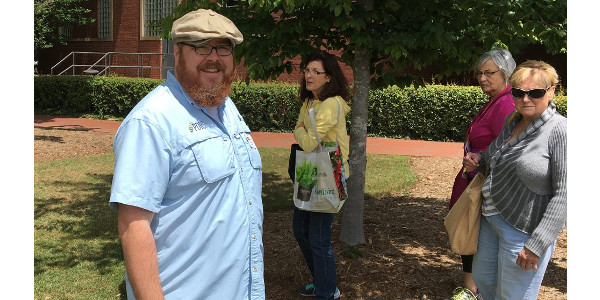 Matt Bertone, of NC State University's Plant Disease and Insect Clinic, leads a tour during his Diagnostic Workshop for Extension Master Gardeners. (Courtesy of NC State Extension)