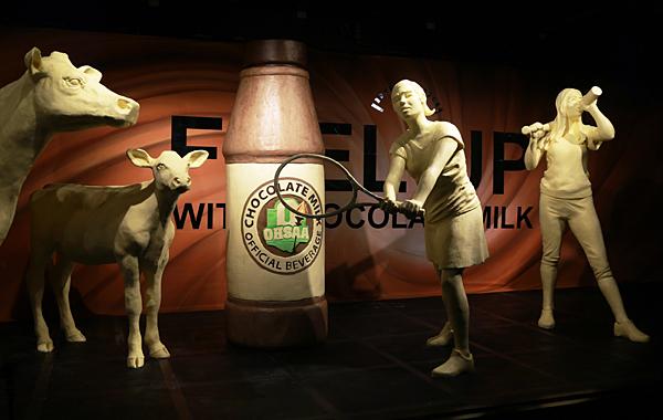 Ohio fair butter sculpture features athletes
