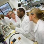 UK ag biotechnology students in a lab class. (PHOTO: Matt Barton)