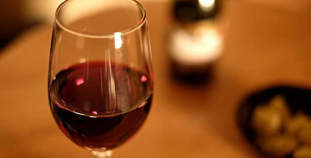 Mulling over the aromas of wine