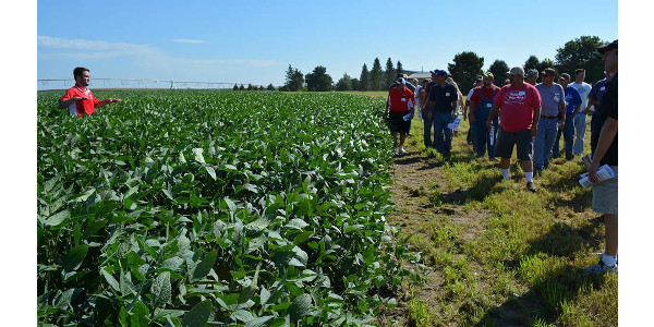 Cropping systems specialist Rodrigo Werle covers the latest research and technology to assist soybean producers during a 2016 soybean management field day near Cordova. (Deloris Pittman/Eastern Nebraska Research and Extension Center)