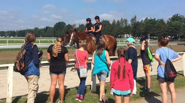4-H youth spent a day with Thoroughbreds