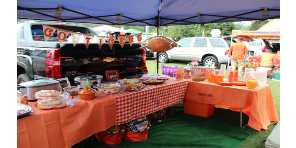 Clemson food safety experts warn tailgaters to keep food safety in mind when tailgating this football season. (Image Credit: Clemson University)