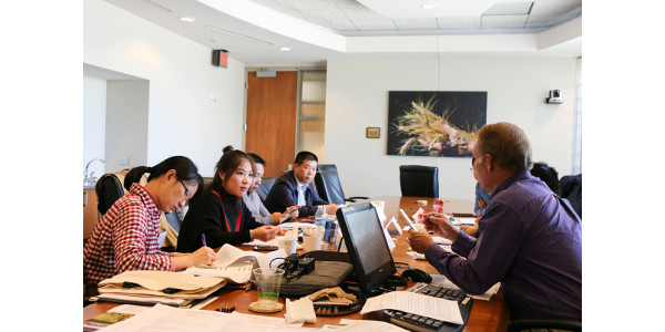 Participants in the USGC–KSU China Contracting Workshop engage in discussions focused on U.S. grain production and marketing system, and establishing proper contracts. (Courtesy of KSU-IGP Institute)
