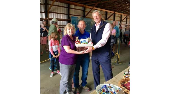 Gov. Baker kicks off cranberry harvest