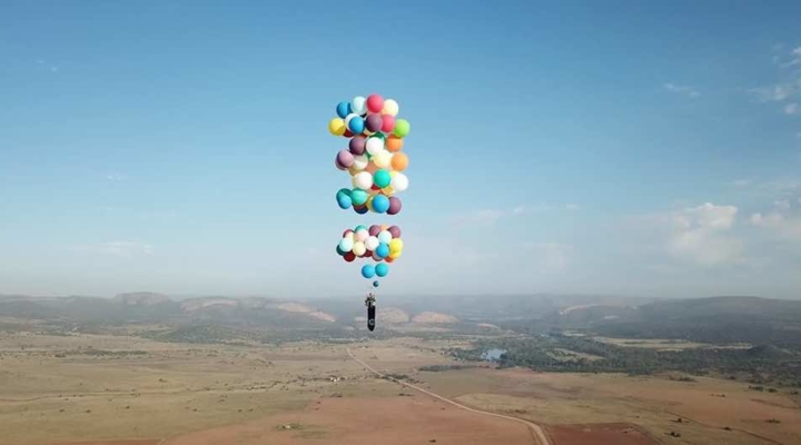 Guy uses 100 balloons to fly miles in a lawn chair