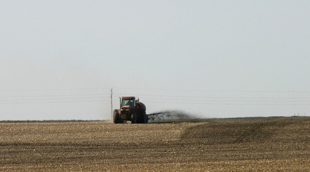 Man pleads guilty of spraying manure on fed's car