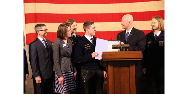 Governor Ricketts and Nebraska FFA President Jake Judge. (Courtesy of Office of Governor Pete Ricketts)