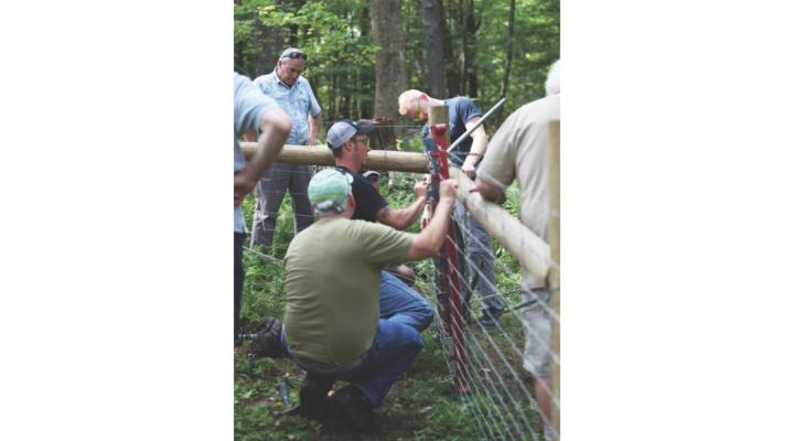 Wellscroft hosts free fence building clinic