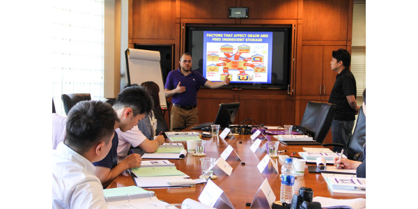 Training held for Japanese poultry industry experts