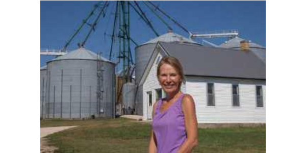 In this course, women will learn how to manage price risk using tools like forward contracts, futures and options contracts, alternative marketing contracts, and crop insurance. (Courtesy of ISU Extension and Outreach)