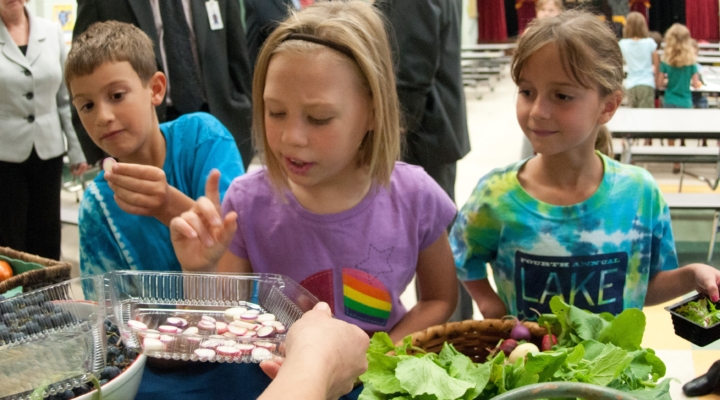 """Officials, students celebrate """"New York Food Day"""""""