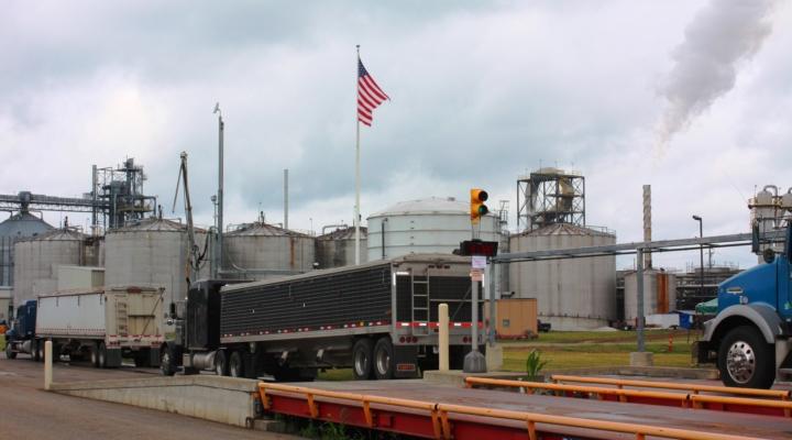 Farm groups urge Trump to restore RFS integrity
