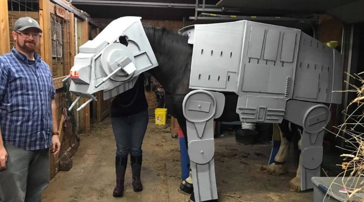Man builds his horse a Star Wars-inspired costume for Halloween