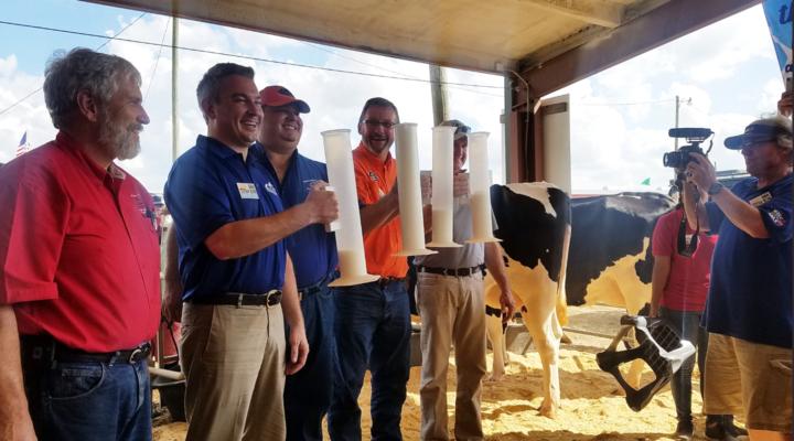 Florida 4-H agent wins milking contest