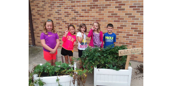 The Iowa Agriculture Literacy Foundation (IALF) is making mini-grants available to support the integration of agriculture into classroom instruction or after school programs with an academic focus. (Courtesy of Iowa Agriculture Literacy Foundation)