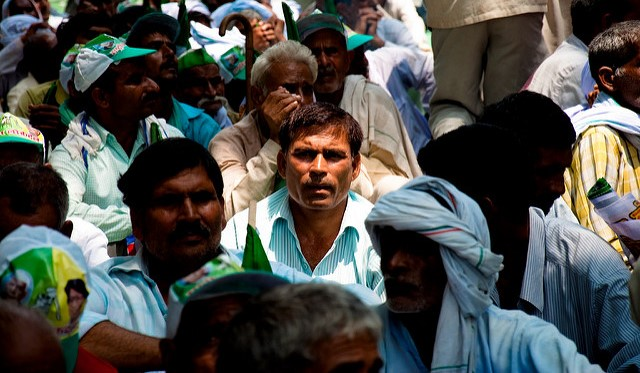 Indian farmers march seeking better prices