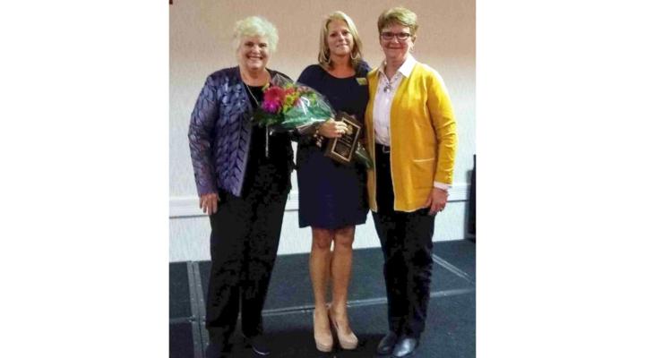 American Agri-Women present LEAVEN award