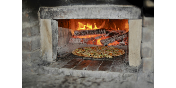 A new free publication from Renewing the Countryside supports farmers interested in hosting pizza nights on the farm. (Photo credit: John D. Ivanko Photography)