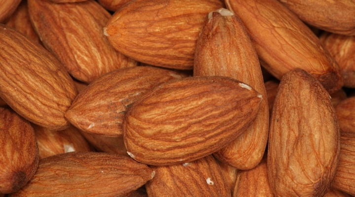 almonds (Daniel Schwen, WikiMedia Commons; CC BY 3.0)