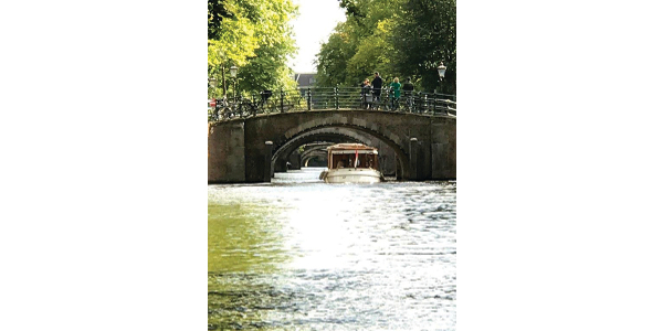 Canal cruise ofAmsterdam. (Courtesy of PDPW)