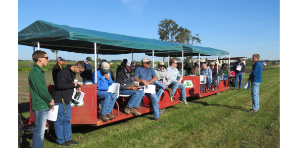 Carrington Research Extension Center plant pathologist Michael Wunsch shares information with farmers at an REC field day. (NDSU Photo)