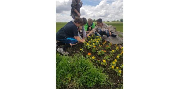 The Iowa Agriculture Literacy Foundation (IALF) is making mini-grants available to support the integration of agriculture into classroom instruction or after school programs with an academic focus. (Courtesy of IALF)