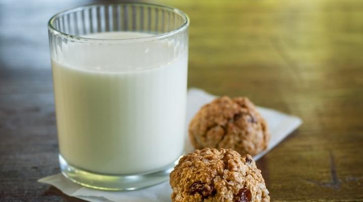 milk cookies (ponafotkas, Flickr/Creative Commons)